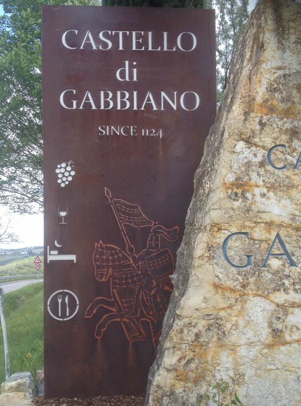 Insegne, loghi e personalizzazioni. Totem Castello di Gabbiano