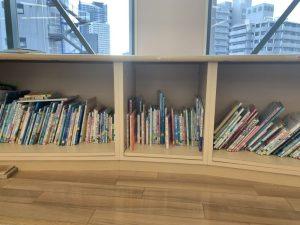 「クレオ大阪子育て館」保育室にある本