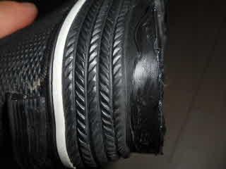 靴底補修材塗布完了乾いた後横側