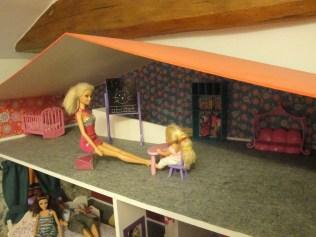 Même que des fois Barbie elle donne des cours particuliers à sa fille !
