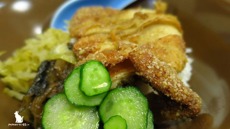 台中|西區 頤品素食拉麵 素排飯太誘人 酥脆外皮軟內心是麵腸! 全素專門店