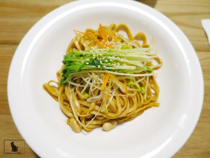 台中 素食 一葉齋 Vegan蔬食 中式料理遇上了橄欖油..燃麵香麻微辣!