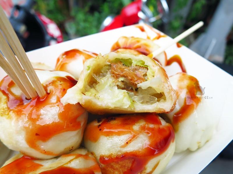 台中|素食 向上市場 素味福州包 金黃色麵皮一口一口刷嘴,向上市場素食小吃