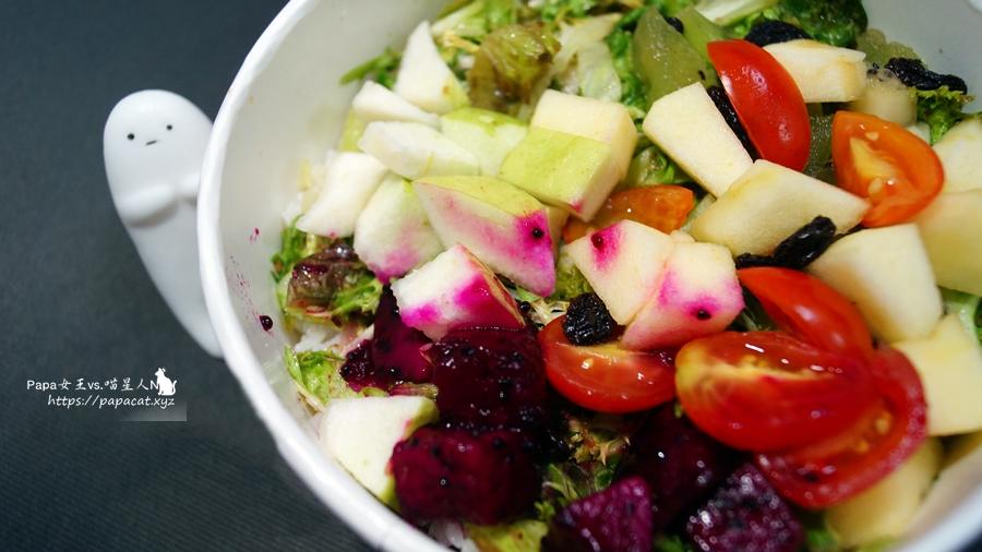 台中|素食 馨流蔬食健康蔬食 是 蔬食便當 ,上班族中午要吃什麼免煩惱,前一天晚上看到菜色再決定訂購OK!包月沒問題,老闆超溫柔媽媽的溫暖