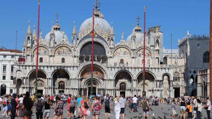 Der Markusplatz mit der Basilika
