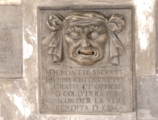Briefkasten am Dogenpalast in Venedig