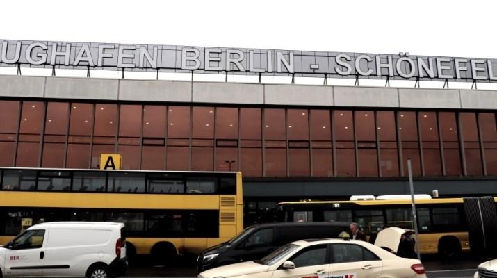 Eingang des Flughafens Schönefeld