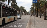 Bus auf der Hafenstraße in Barcelona