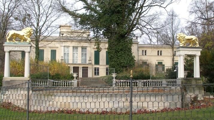 Schloss Glienicke im Süden Berlins
