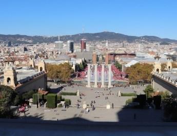 Blick über die Prachtstraße am Placa Espanya