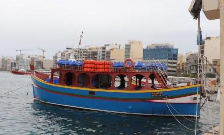 Ausflugsboot im Hafen von Sliema