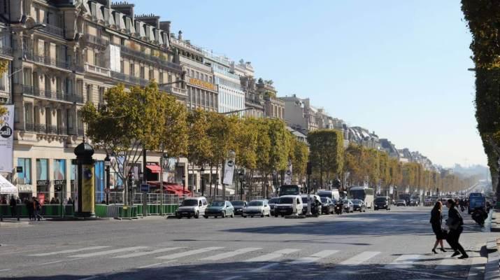 70 Meter breit ist die berühmte Avenue Champs-Élysées