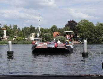 Die einzige Autofähre in Berlin auf der Havel