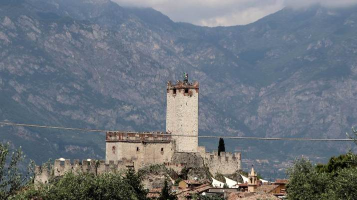 Die Scaliger-Burg in Malcesine liegt im Schatten des Monte Baldo