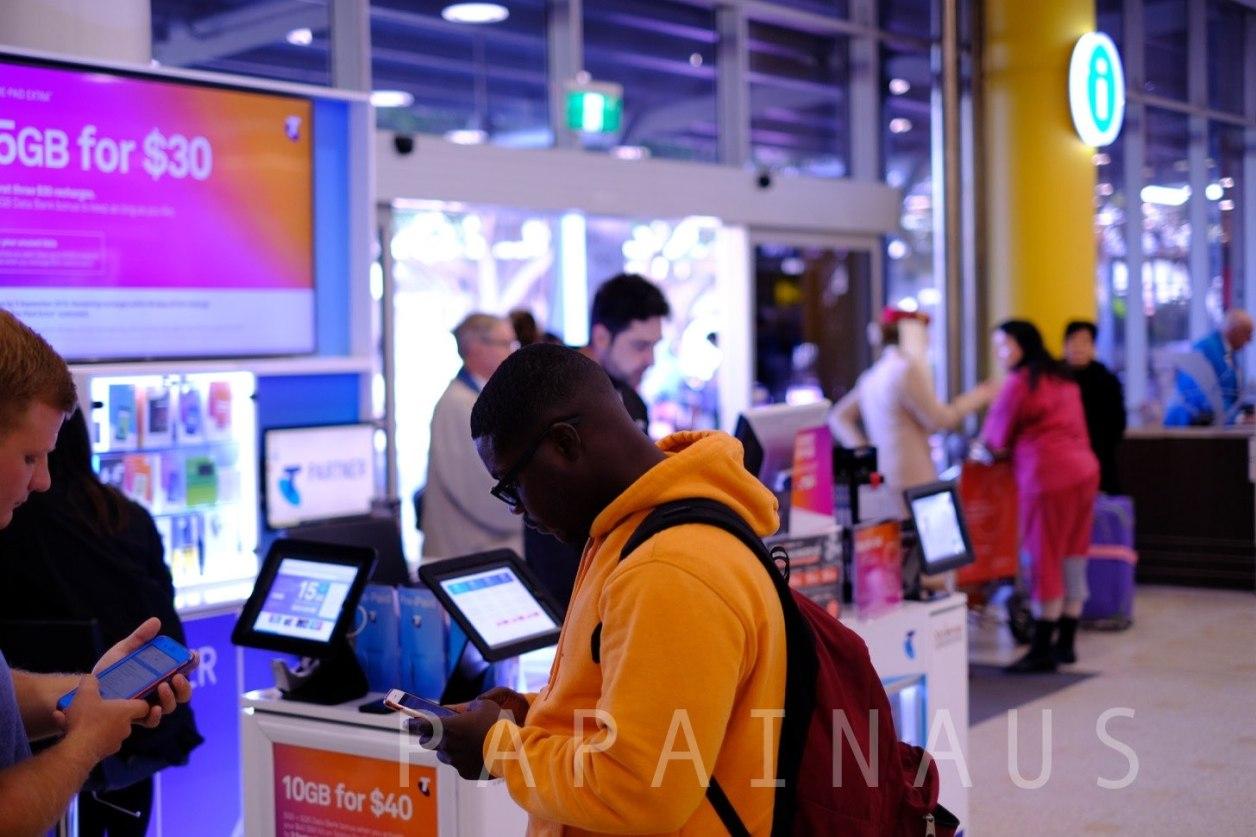 シドニー空港にあるTelstraの携帯SIMを販売している店舗。