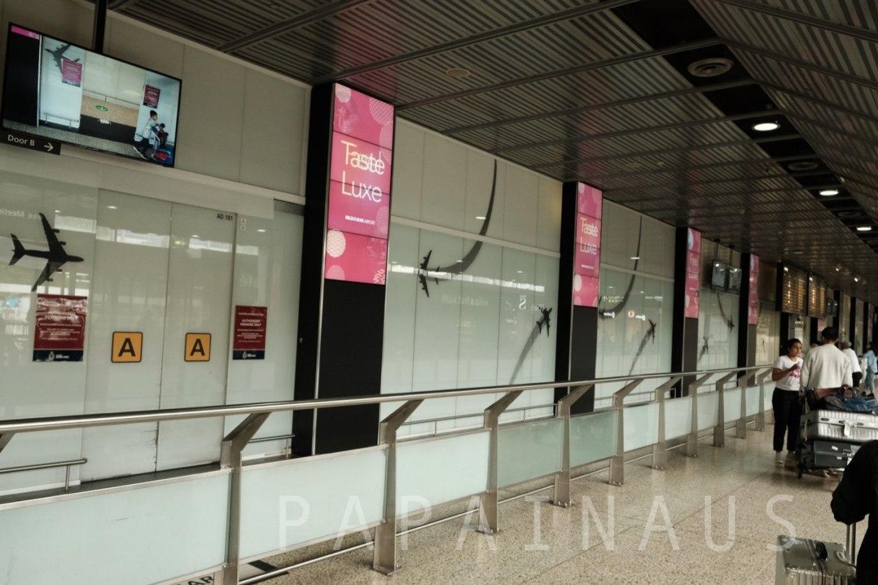 タラマリン空港国際線到着口。出口はふたつ