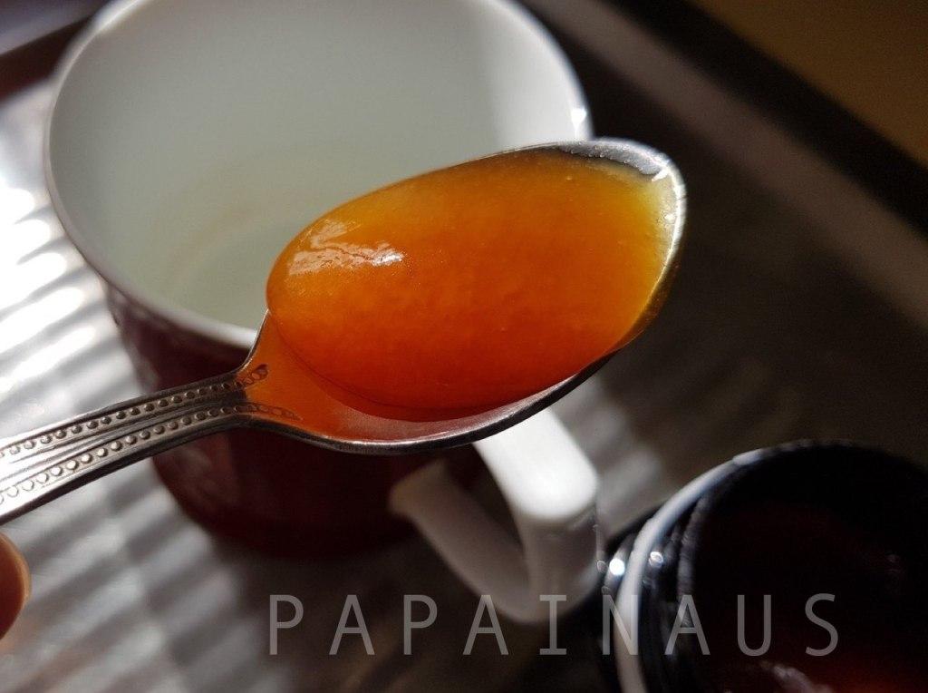 コンビタマヌカハニーはどろっとしていて普通の蜂蜜以上に濃厚