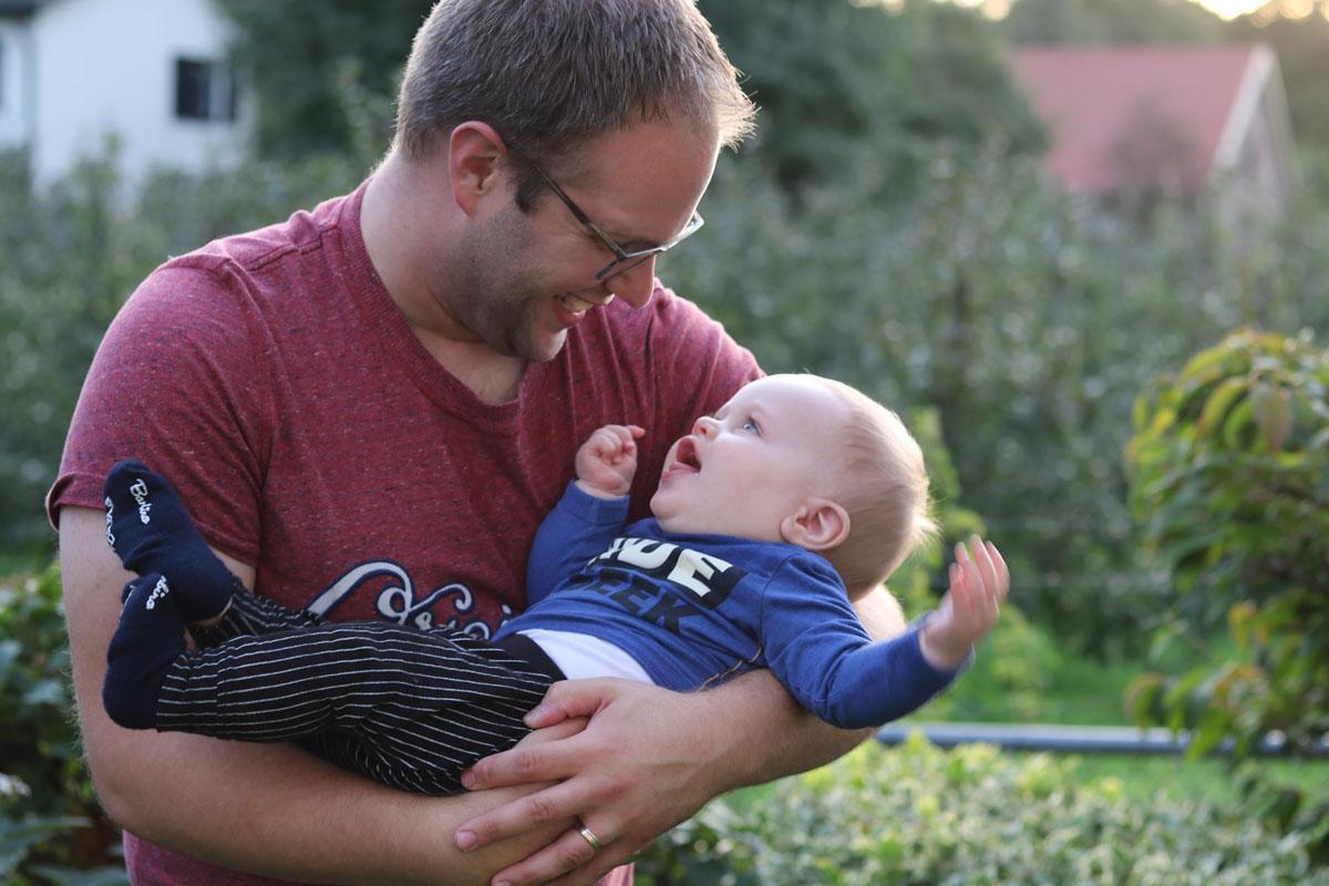 Ruben met papa baby 7 maanden