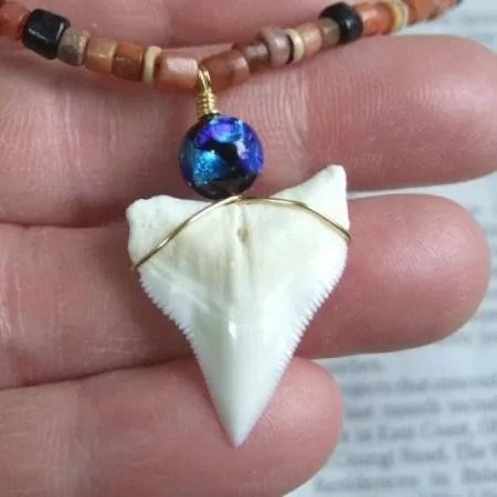サメの歯アクセサリー