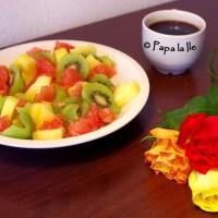 Salată de fructe pentru micul dejun și un fel de explicație...