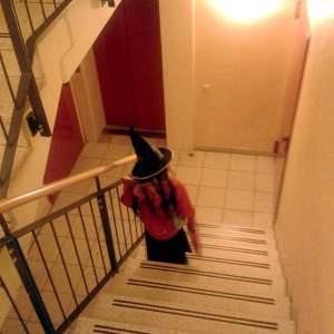 Hexe im Treppenhaus