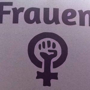 Frauenwahlrecht: Frauenthema auf einem Wahlplakat