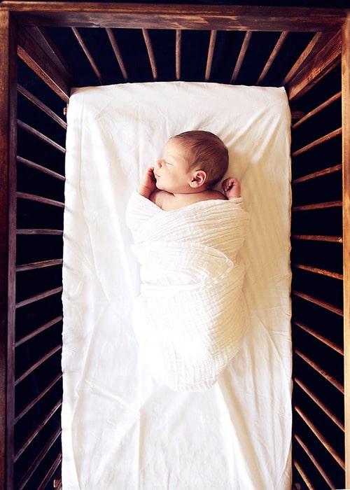 Pourquoi mon fils dort par terre - Comment faire pour que mon fils dorme dans son lit ...