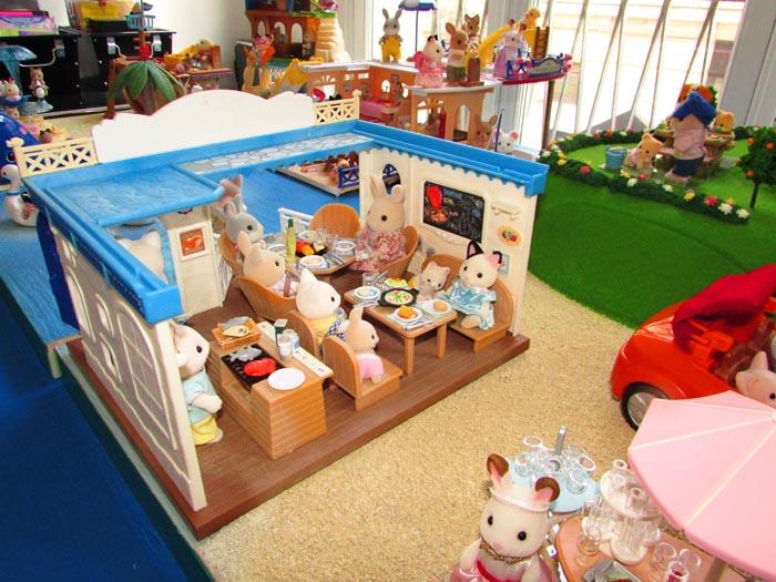 les sylvanian families entrent dans la famille panique. Black Bedroom Furniture Sets. Home Design Ideas