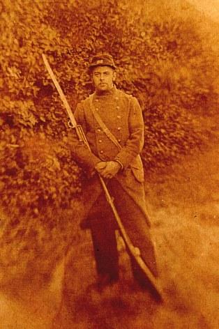1886-1887 - Gustave LANDRIEU (44) au service militaire - Tenue bleue et rouge avec le Chassepot