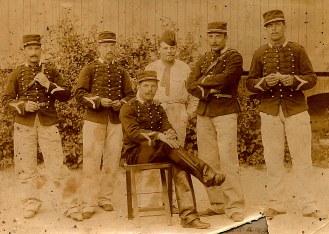 # 1891 - Gaston LANDRIEU (17), assis