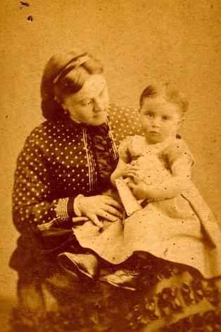1870 - Stéphanie LETELLIER (x 5) et sa fille Suzanne (53)