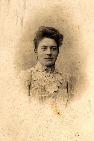 1904 - Antoinette HARLÉ-LANDRIEU (x 16)