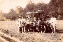 1911 - En camping, arrivée des victuailles : x - x - x - x François PADIEU (532) - Denis PADIEU (533) - x - Charles LANDRIEU (5) Gui PADIEU (534) - x - Michel LANDRIEU (171)