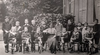 1913-1914 - René LANDRIEU (444) (1er rang, 2ème à droite), collège Notre-Dame de Valenciennes, classe de 8ème