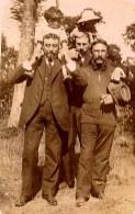 1915 - Famille Pierre LANDRIEU (26) : Philippe LANDRIEU (261) sur les épaules de ? - Arlette ? sur les épaules du Dr LEGER