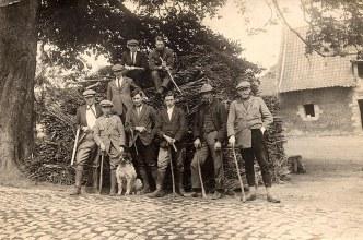 1926 - Chasseurs à Genech (59) - Lucien LANDRIEU (162), à droite