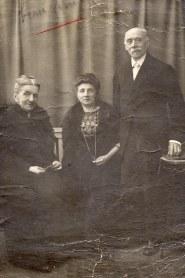 # 1925 - Mme LAMBERT (?) - Jeanne LAMBERT-LANDRIEU (x 42) - Georges LANDRIEU (42)