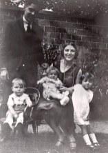 Été 1928 - A Valenciennes - Max LANDRIEU (441) - Monique (x 441) - Claude (4412) - Bernard (4413) et Micheline (4411)