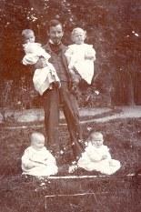 # 1930 - Jean GHIKA (522) avec des enfants ????
