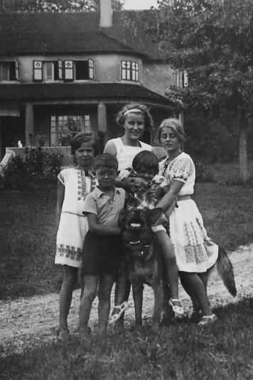 1934 - Choisy-au-Bac, maison de campagne des CHEVREUX : Françoise PADIEU (5341) - ? - Claude CHEVREUX (5212) - ? - Henriette CHEVREUX (5213