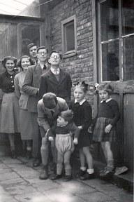 1950 - Famille SINGER (161) - Les 9 enfants, par rang d'âge