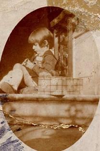 1930 - Françoise PADIEU (5341/1721) travaillant son canevas