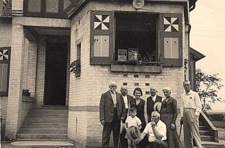 """1935 - A """"La Vigie"""" : Pierre MAILLET, Maurice MAILLET, Andrée LANDRIEU (174), ?, Hélène DUFOURNY-LANDRIEU (x 17), Jean POITEVIN dont la grand-mère était amie d'Olympe, Bernard LANDRIEU (1711), Gaston LANDRIEU (17)"""