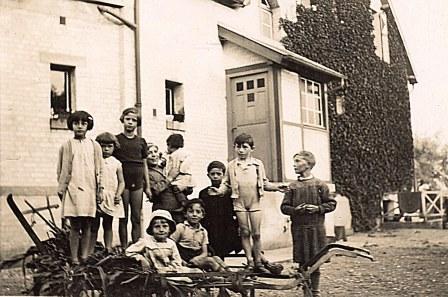 "1934 - A ""La Vigie"" : Jacqueline, Nicole, Françoise ? ? ? Bernard ? ? ?"