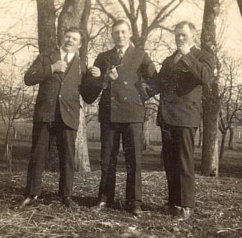 1938 - Denis, Lucien, Michel et leurs pipes