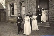 16 Avril 1947: Mariage de Jacqueline LANDRIEU (1731). Sortie de la mairie : ?, Françoise PADIEU (1721), Bernard LANDRIEU (1711) et Jacqueline BEGUIN - Pierre ? et Nicole LANDRIEU