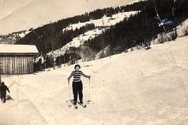 Janvier 1951 à Morzine - Nicole LANDRIEU (1712) en haut des Gets