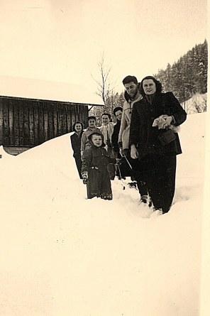 """Janvier 1951 à Morzine - Remontée à """"La Sauvageonne"""""""