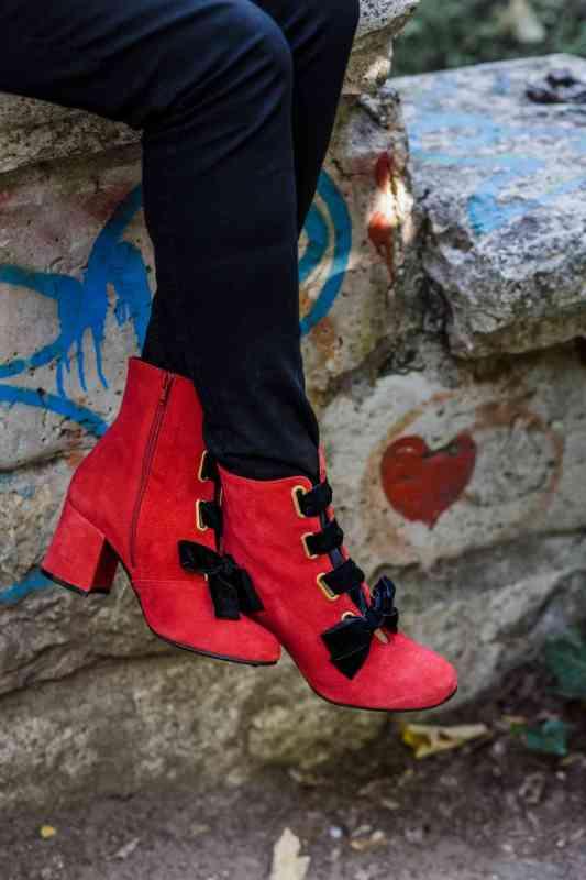 botín rojo tacón bajo tallas grandes de zapatos