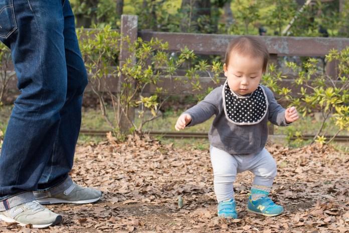 生後11ヶ月、立つ練習中。